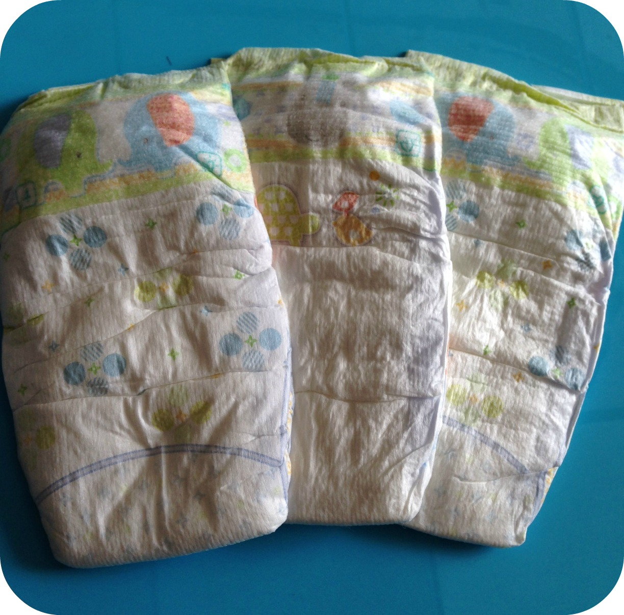 how to put on a nappy pampers